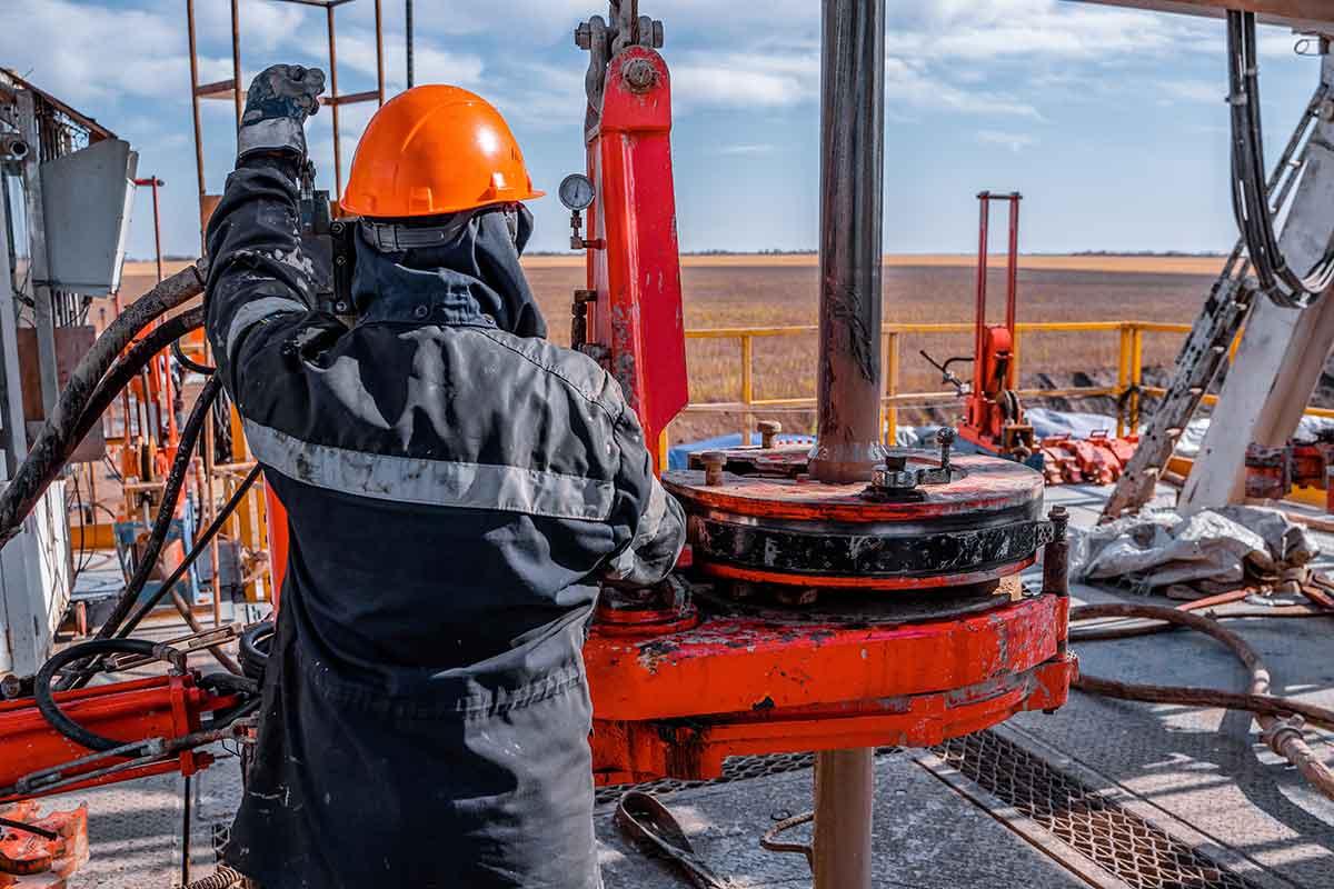 oilfield-worker-2