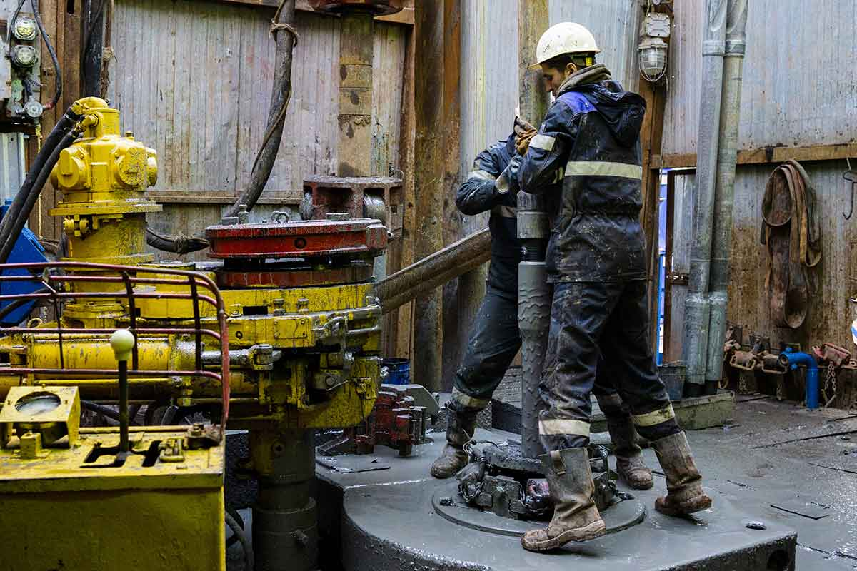 oilfield-workers
